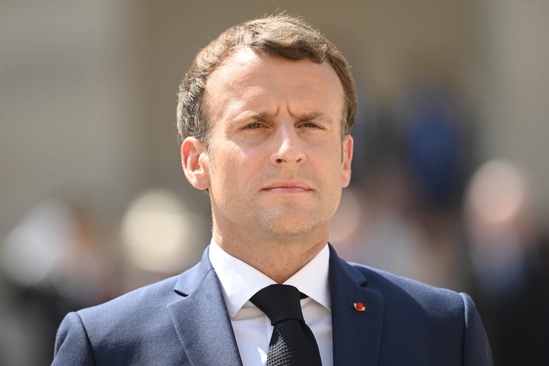 Caricaturé en Hitler, Macron porte plainte contre un artiste