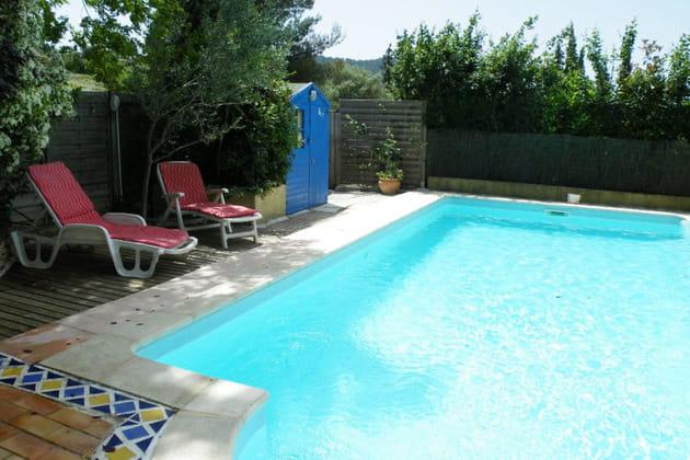 Une piscine au milieu des vignes