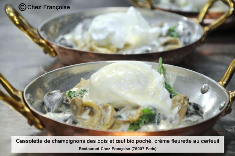 Cassolette de champignons des bois et œuf bio poché, crème fleurette au cerfeuil