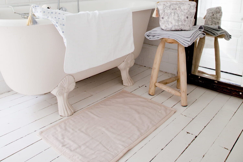 Parquet dans la salle de bains: erreurs à éviter et conseils pratiques