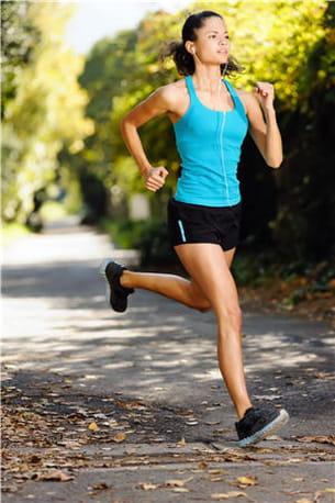 la course à pied permet de faire travailler de nombreux muscles, dont les