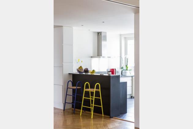 Une cuisine ouverte lumineuse