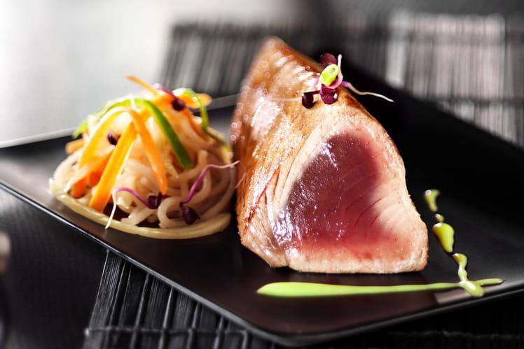 Longe de thon mi-cuit aux nouilles et sauce japona