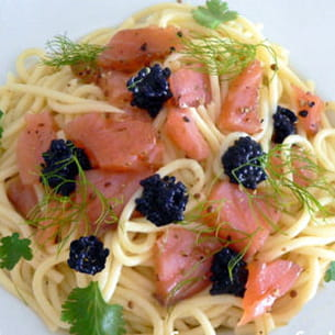spaghetti au saumon fumé et oeufs de poisson