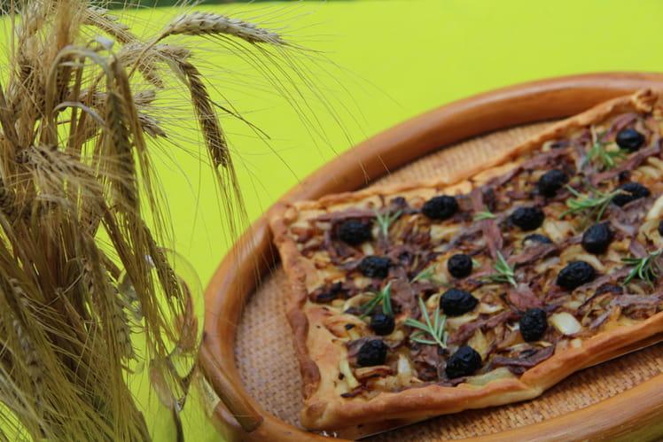 Tarte oignons, olives, anchois, herbes du sud