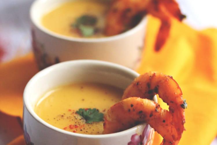 Soupe de butternut au lait de coco et crevettes épicées
