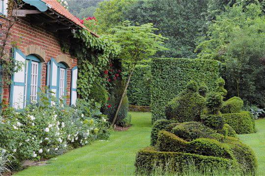 Les jardins d 39 inspiration flamande de la ferme du mont des r collets - Les jardins des monts d or ...