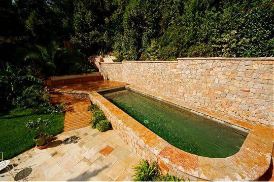 Un couloir de nage tout en pierre