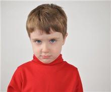 un petit garçon au caractère affirmé