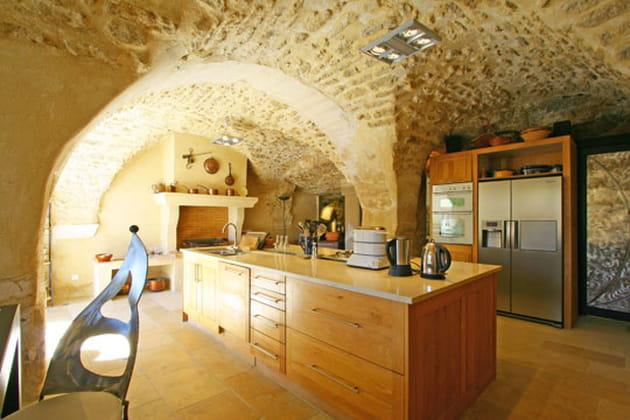Une cuisine sous les voûtes