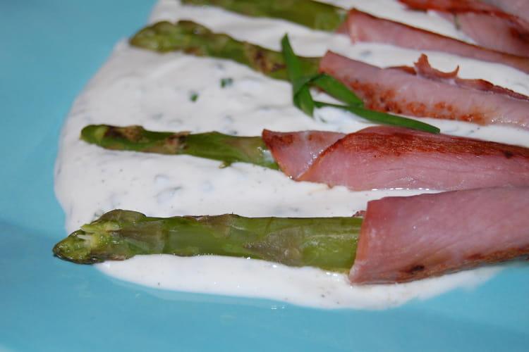 Asperges vertes au bacon, sauce à la ciboulette