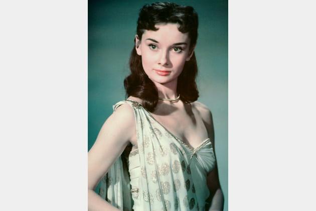 Audrey Hepburn en robe scintillante