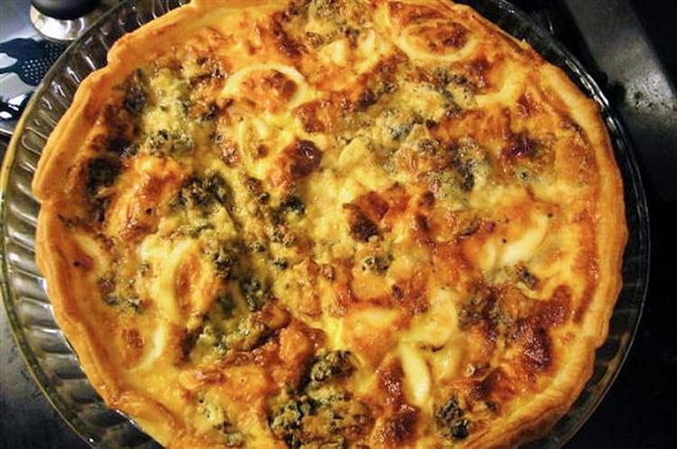 Recette de tarte aux brocolis et au roquefort la recette - Cuisiner brocolis surgeles ...