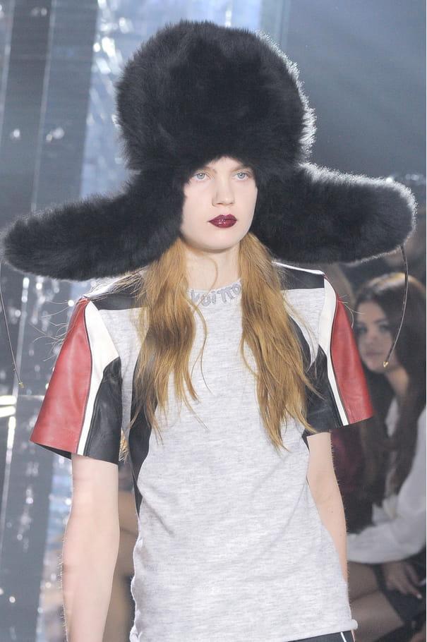 La chapka oversize du défilé Louis Vuitton