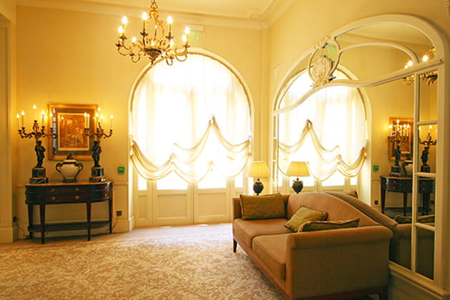 Grand miroir au couloir