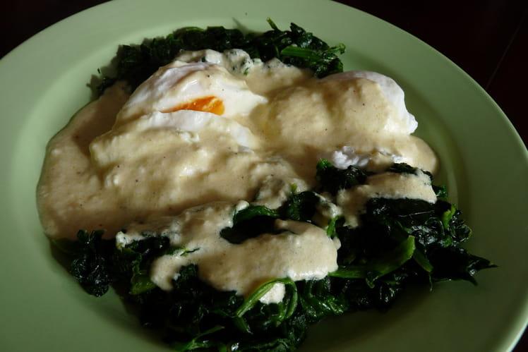 Œufs pochés aux épinards sauce yaourt