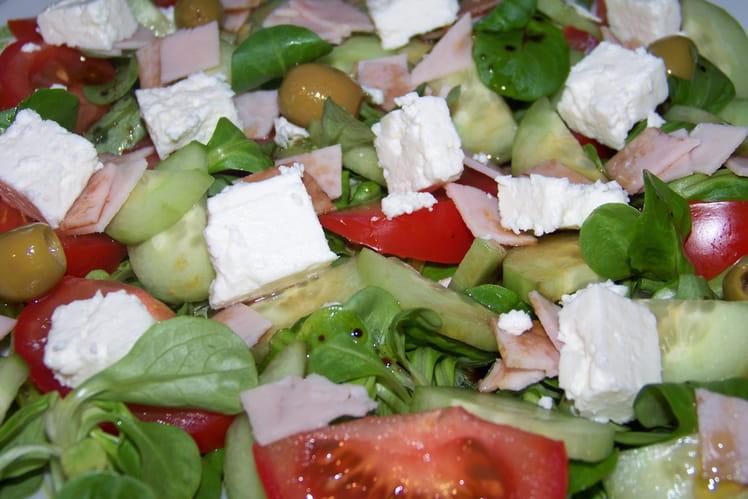Salade fraîcheur au poulet, avocat et feta