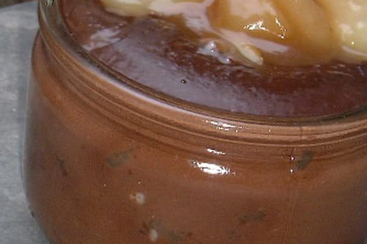 Petits pots de crème au chocolat et poires caramel