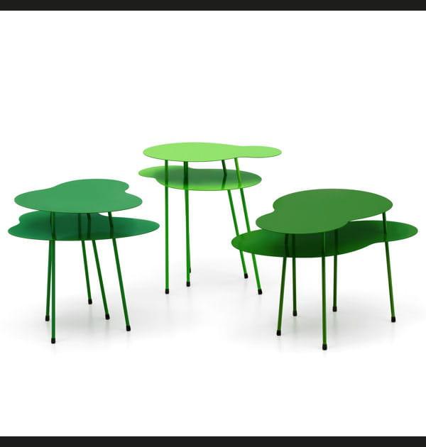 Des tables aux formes végétales