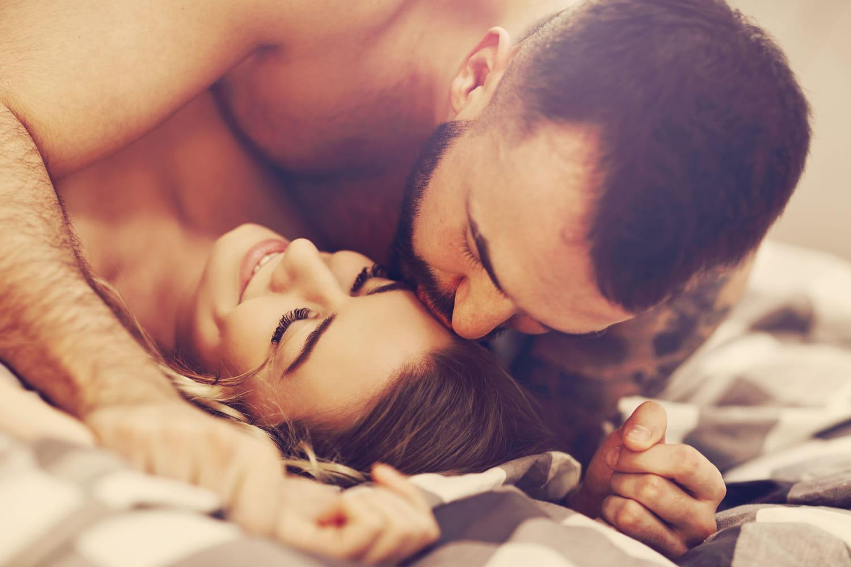Faire l'amourbon pour la santé: dos, moral, coeur, quels bienfaits?