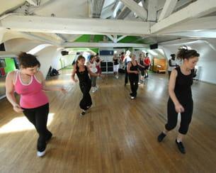 de nombreuses salles proposent des cours de zumba, comme ici au club med gym du