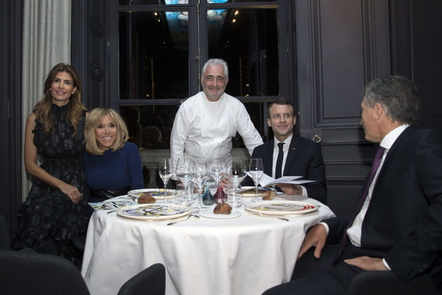 Bien attablés en compagnie du Président argentin et de sa femme