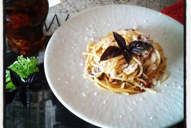 Spaghetti aux tomates séchées au parmesan et au basilic