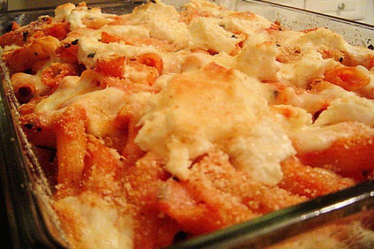 Gratin de pâtes à la tomate et aux champignons