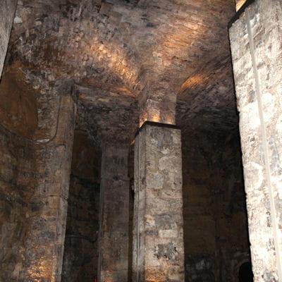 La cave de la légende