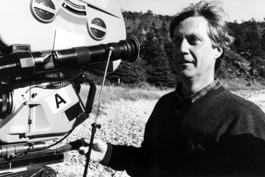 """Qui est Lasse Hallström, le réalisateur de """"Mes Vies de Chien""""?"""