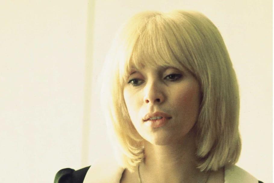 Mireille Darc: une blonde à la coupe mythique
