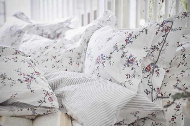 Linge de lit fleuri IKEA