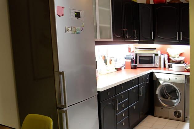 Une cuisine relookée en noir