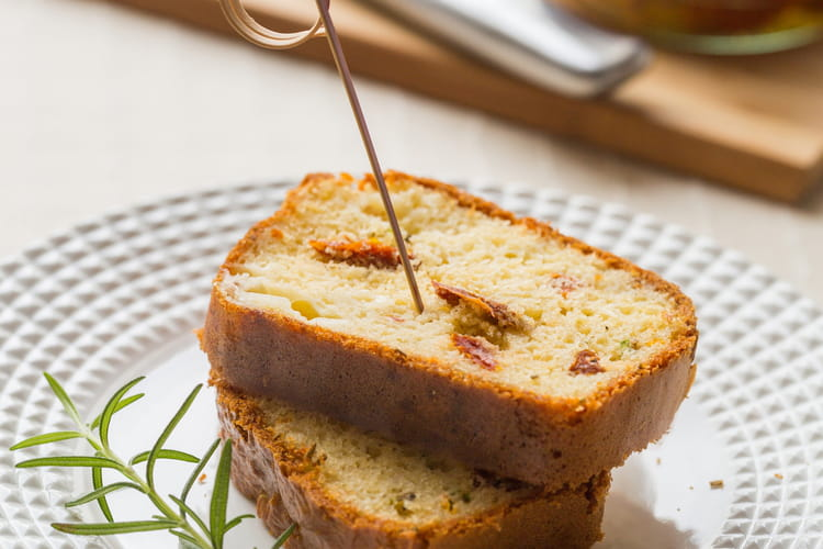 Cake à l'huile d'olive, aux tomates séchées et mozzarella