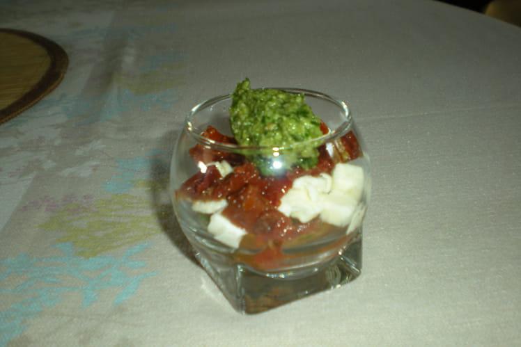 Duo de tomates au basilic et à la mozzarella