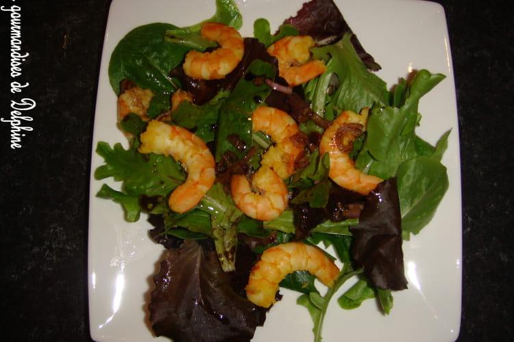 Salade de jeunes pousses et ses crevettes au curry