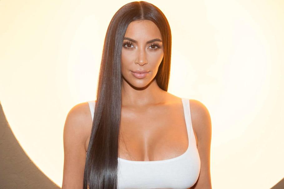 Kim Kardashian se la joue blonde pour un shooting photo