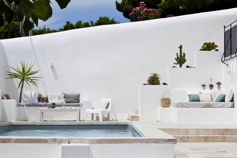 Comment aménager et décorer les bords de la piscine?