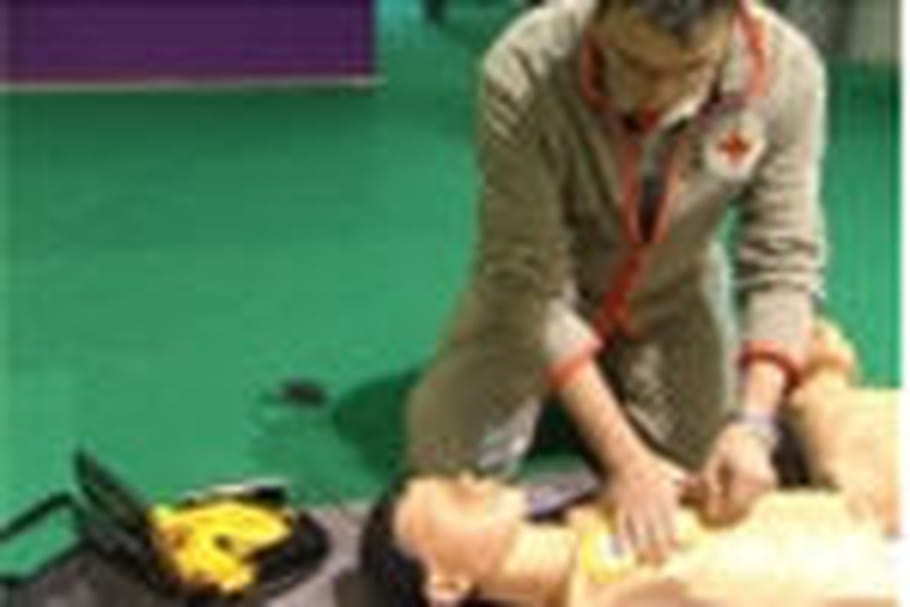 Un défibrillateur, comment ça marche?