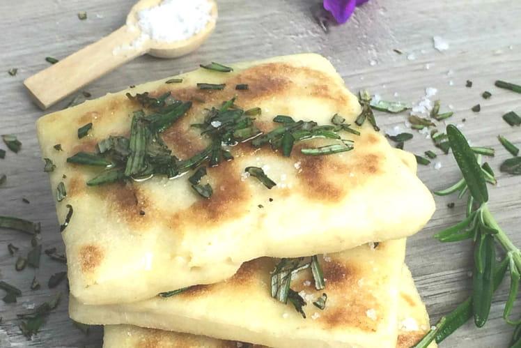 Pain au romarin, ail et huile d'olive
