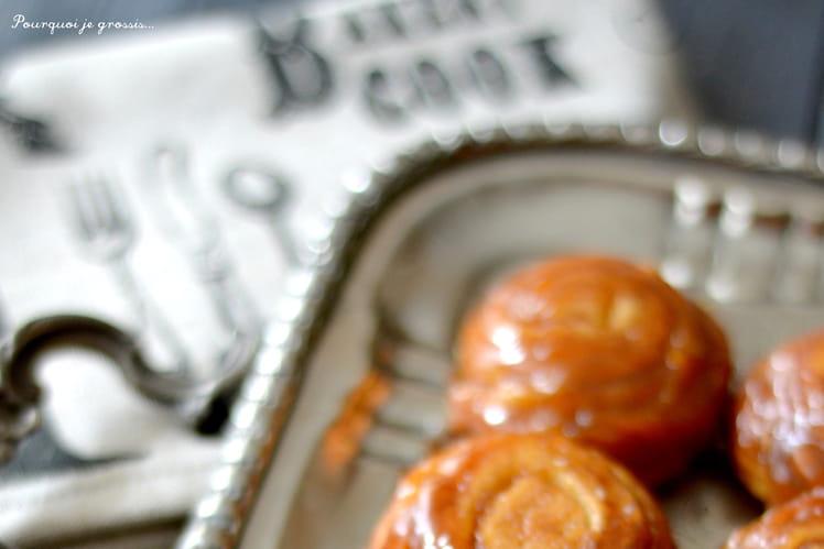 Spirales briochées caramélisées, orange, cannelle et noix de pécan.