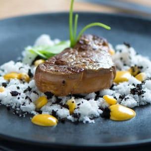 foie gras, tapioca à l'olive noire, maïs/curcuma