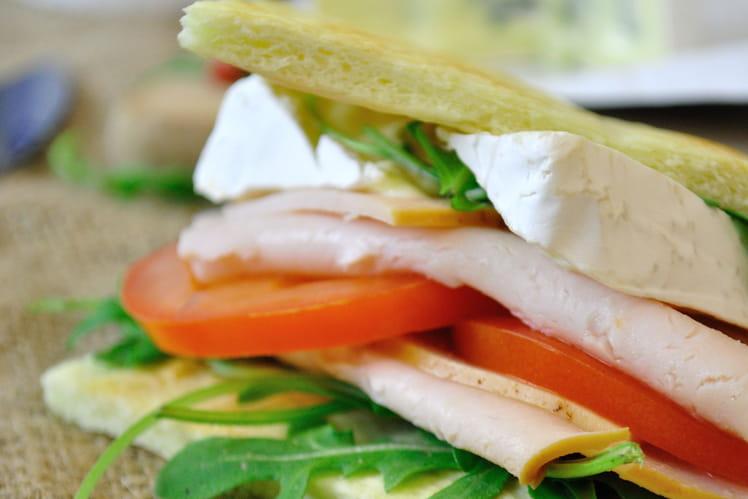 Sandwich à la pâte à pizza et Bresse Bleu