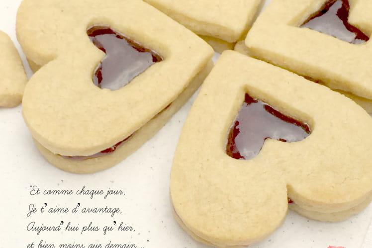 Coeurs sablés au beurre de cacahuète et confiture de cerise