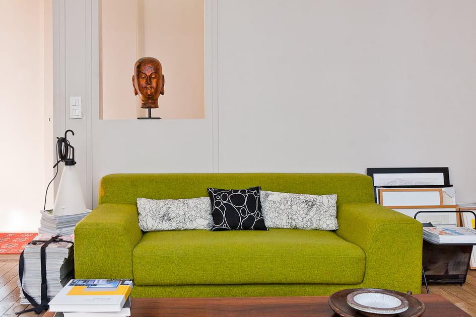 Un canapé qui évoque un jardin d'intérieur