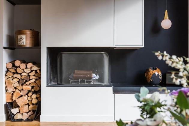 Une cheminée au look minimaliste