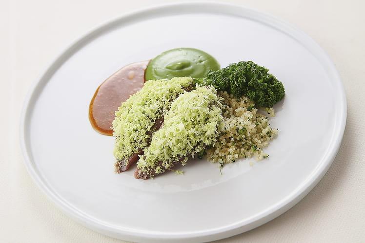 Pigeon à la broche, semoule végétale, choux kale au beurre noisette