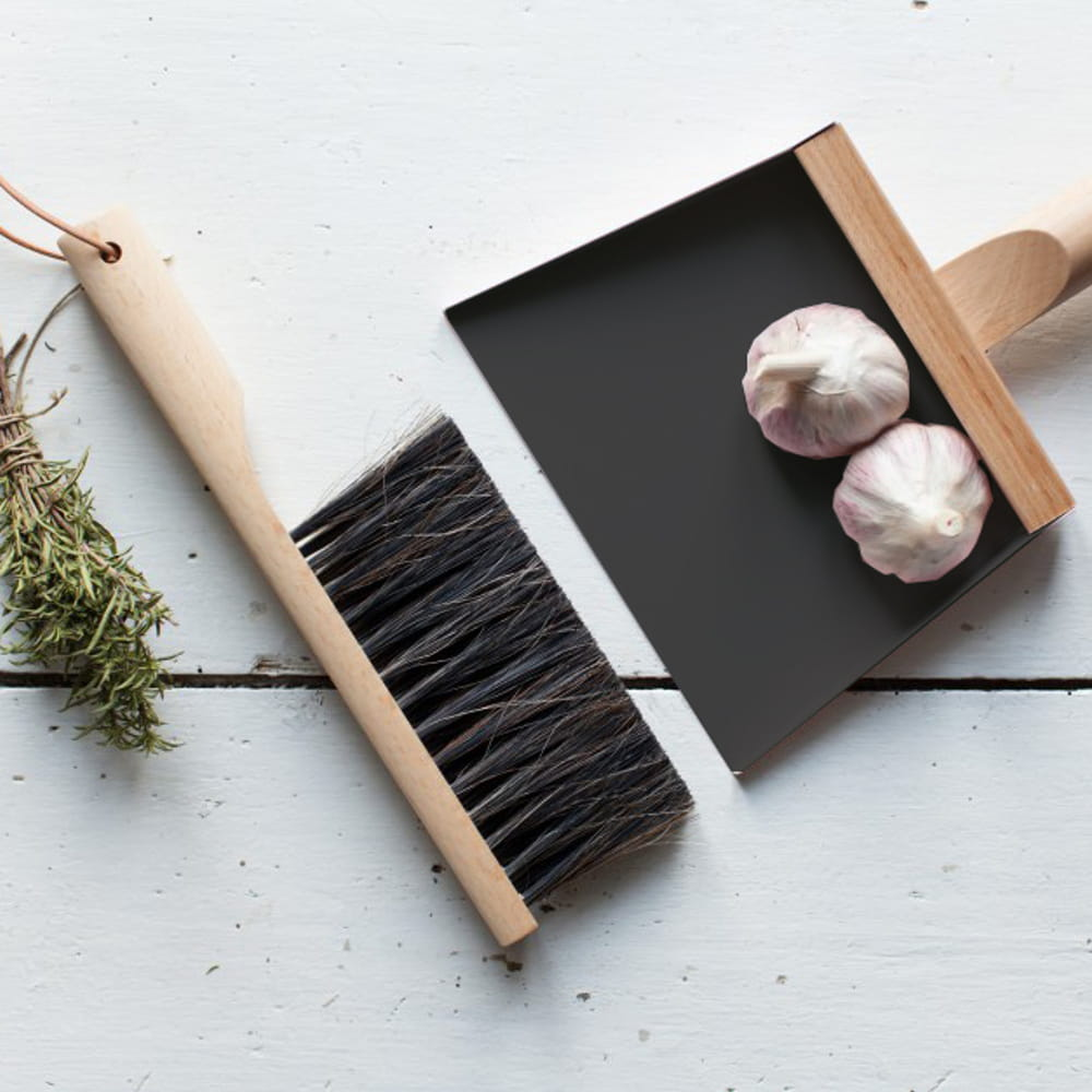 set pelle et balayette andr e jardin chez la corbeille. Black Bedroom Furniture Sets. Home Design Ideas