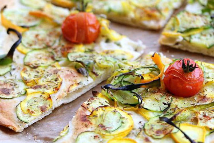 Pizza végétalienne aux courgettes et les herbes de la Garrigue
