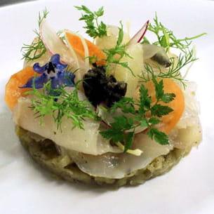 bar de ligne mariné, fenouil et confiture d'algues